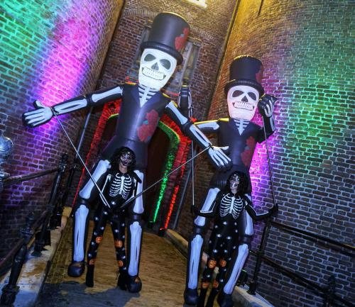 Halloween stelten, stelten lopers, skelet, fright night, parade