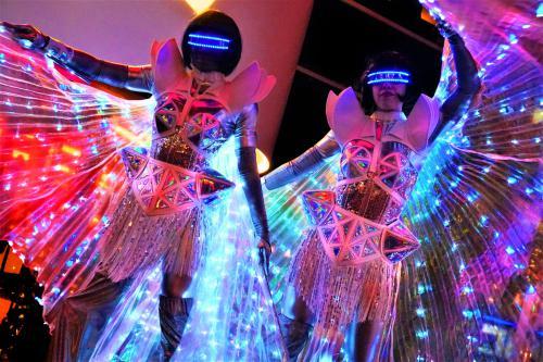 Stelten act, steltenlopers, future, futuristisch, glow in the dark, LED entertainment, space event