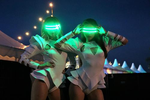 LED performance, LED danseressen boeken, Festval dansshow, Futuristische dansers