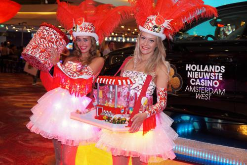 Candy Girls in Summer Diamond Themakostuums met het Candy spel op met LED verlichte LED tafel. Spelletjes entertainment, Candy Girls, Las Vegas Girls, Speltafel, Candy Tray, bruiloft entertainment, event entertainment