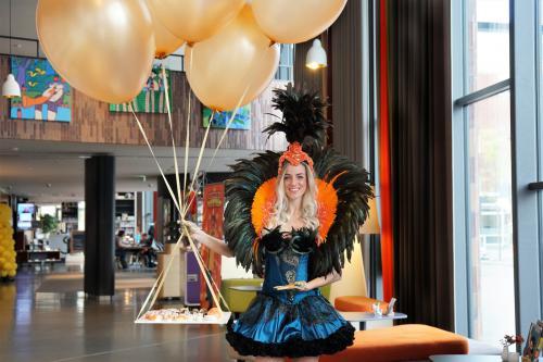 Balloon Buffet, Ballonnen, horecatoepassing, catering act, candygirl, traktatie, zwevend, helium