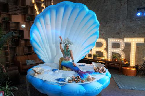 seashell, Ocean decor, Zeemeermin in zeeschelp, decor, mermaid, champagnebar, sushibar, fotodecor, summerevent, festival, buffetbar