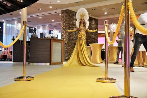 Welkomst act, Gold Party, Gold event, Levende Loper, Gouden Loper, Luxe gastenontvangt, event entertainment, diamond act