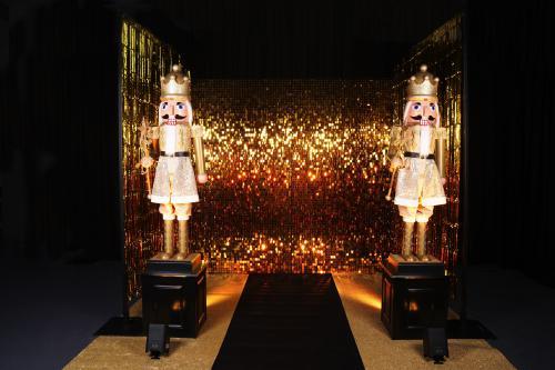 Gold Party, Gouden kerstversiering, notenkraker, kerst decoratie, kerst aankleding, gouden thema event, event decoratie, gouden pailetten wand, gold wall, sequin wall
