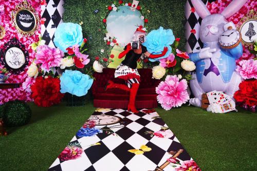 Alice in Wonderland, Pasen decor, Easter XL decoratie, decoratieverhuur, photobooth, fotodecor, instabooth, thema aankleding, polaroid entertainment, entertainers, winkelcentrum promotie