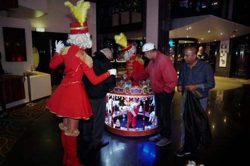 Candy tafel, Piccolo act, Piccolo dames, Hotel dames, Food and Beverage, Welkomst act, Event entertainment, Candy Girls, Thema intermezzo: circus, candy girls, rollende snoeptafel. Uniek event entertainment