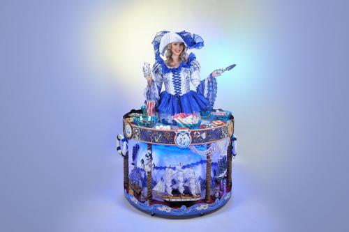 Sea Treasures carousel, Hollandse dames, Delfts Blauw, Nautisch, Vissers, Haring happen, Haring feest, Mosselfeest, mobiel event entertainment, beach event, zomerfeest, strand act, food act, catering