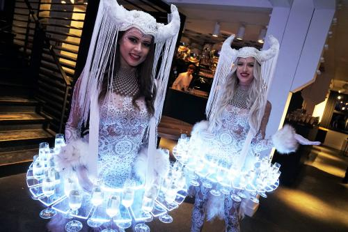 Champagne dames, Champagnedames, Bubble girls, Welkomstact, act, culinair entertainment, food act, Themadames