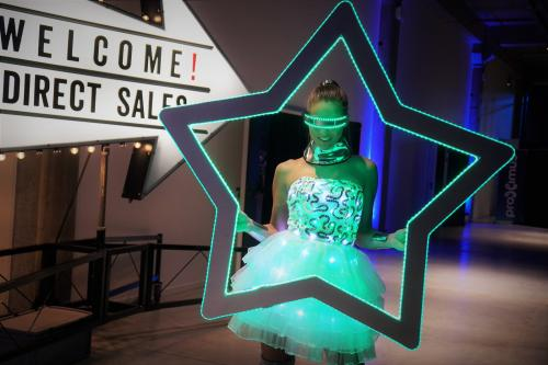 Foto marketing, Polaroid fotograaf, LED foto act, Glow Thema, Futuristic, LED foto frame, Kerstster fotoframe, Kerstentertainment, Themadames entertainment.