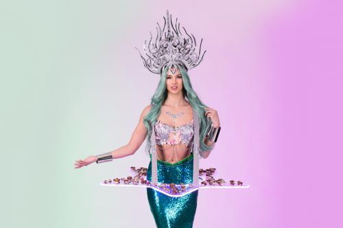 Zeebanket food table in mermaid Look. Food entertainment, mobiele catering act, LED tafel als verlicht food display, LED dames, Candygirl, Casino Las Vegas look, luxe hostess als Welkomstact, Openingsact
