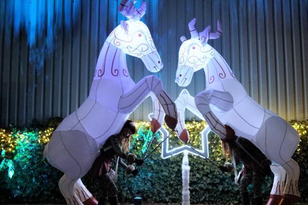 Kerst act, kerst entertainment, paradelopers, christmas parade, rendieren, rudolph the rednosed reindeer, rendieren stelten act, winkelcentrum promotie, openings act, show