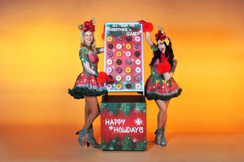 christmas, x-mas, holly jolly, ho ho ho, santa, kerstman, bar, sweets, treats, treat table, strolling table, walking table, food, foodentertainment, donut, donut wall, food wall