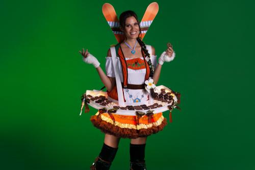 Oktoberfest Dirndl Dames, Oktoberfeest entertainment, Bierfest, Tiroler Thema, Tiroldame, Dindl Fraulein, Pretzel, Food act, Catering act