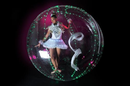 Bubble Girls, LED entertainment, Bubble act, acrobatische act, Ballerina in bubbel