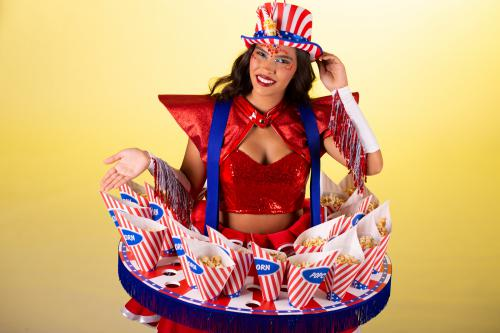 Popcorn Dame, Popcorn Tafel, Food Entertainment, American Girl, Amerikan Events, Circus popcorn