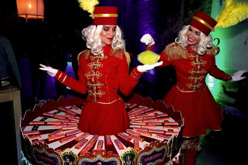 Piccolo's, bellgirls, Candy dames, Candy Girls, Candy tafel, Food and Beverage, Welkomst act, Event entertainment, Candy Girls, Thema intermezzo: circus, candy girls, rollende snoeptafel. Uniek event entertainment