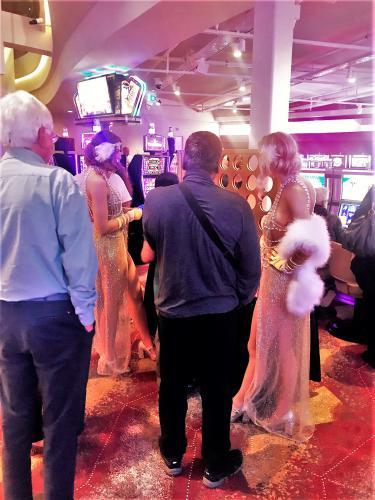 Mobiel entertainment, Mega Vier op en Rij, Thema dames, Thema dame, Gold thema, Amusement, Zaal entertainment, Gaming entertainment