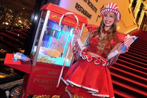 American Popcorn, verse popcorn machine, popcorn dame, popcorn lady, Candy Girl, Candy Girls, Candy dame, food act, catering act, event catering, american style, USA, Las Vegas, Circus