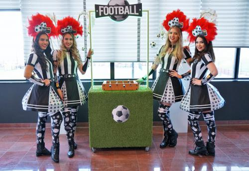 Soccer girls, mobiel entertainment, soccer game, tafelvoetbal, tafelvoetbal spel, Thema dame, Soccer theme, event entertainment, sport entertainment, sport event, sport event game, football game, voetbal stadion entertainment, Zakelijk event.