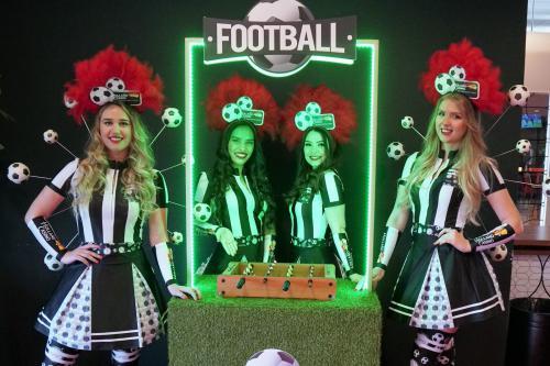 Soccer girls, mobiel entertainment, soccer game, tafelvoetbal, tafelvoetbal spel, Thema dame, Soccer theme, event entertainment, sport entertainment, sport event, sport event game, football game, voetbal stadion entertainment, Zakelijk event.
