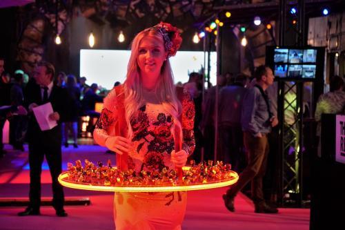 Levende LED tafel, LED entertainment, welkomstact, hostess, Valentijnsdame, Chocolate girl, Treat girl,