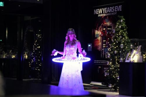 Levende LED tafel, LED entertainment, welkomstact, hostess, Valentijns actie, Chocolate girl, event act, food display, champagne dame, luxe catering en amuses, wedding